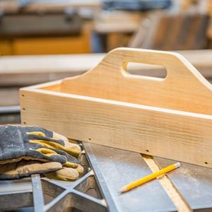 Women in Woodworking Build a Shaker Tool Tray