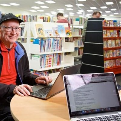 Coffee Cake & Computers - Browsing the internet  Longford Library